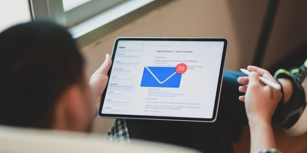 email marketing tablet novy email 1